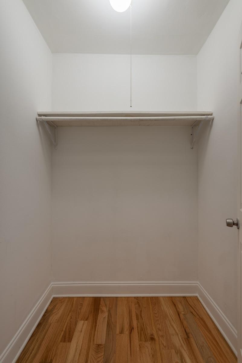 Studio - Walk-in Closet