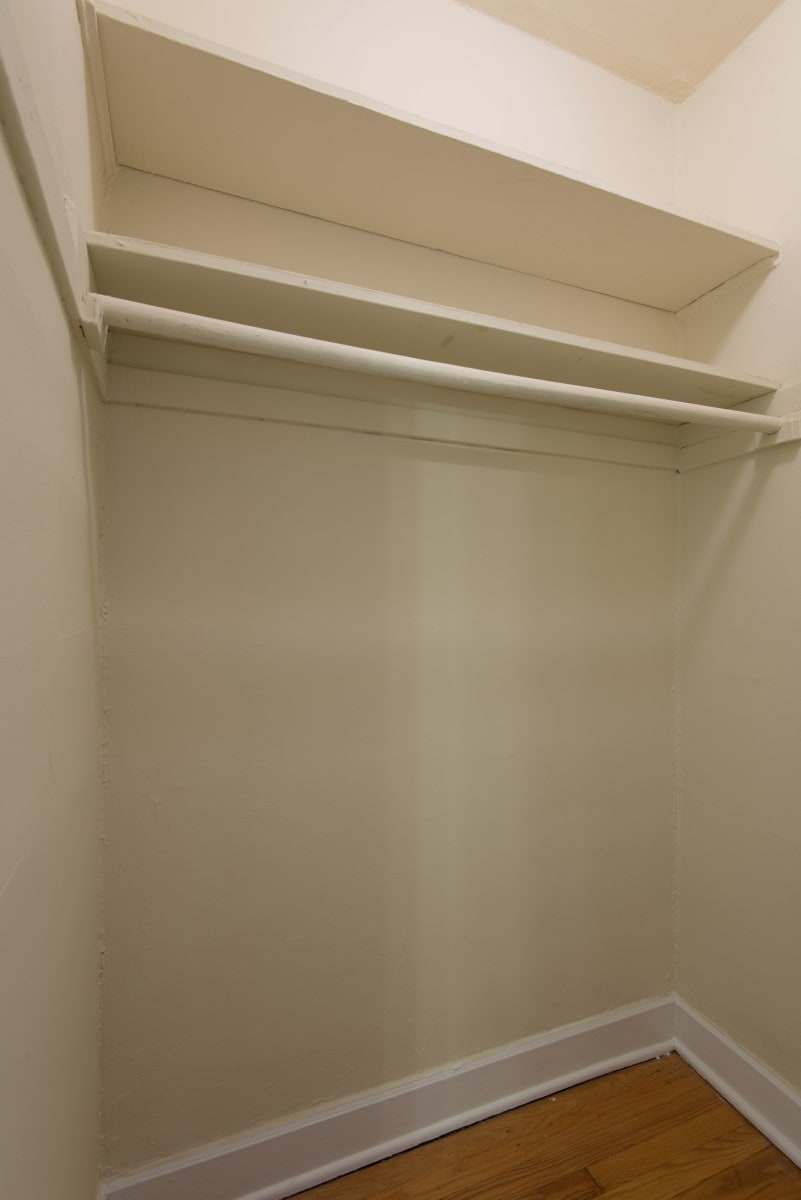 Studio - Walk-in Closet
