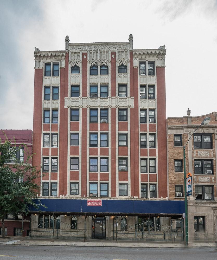 Belmont Park Apartments: 505 W. Belmont, Chicago