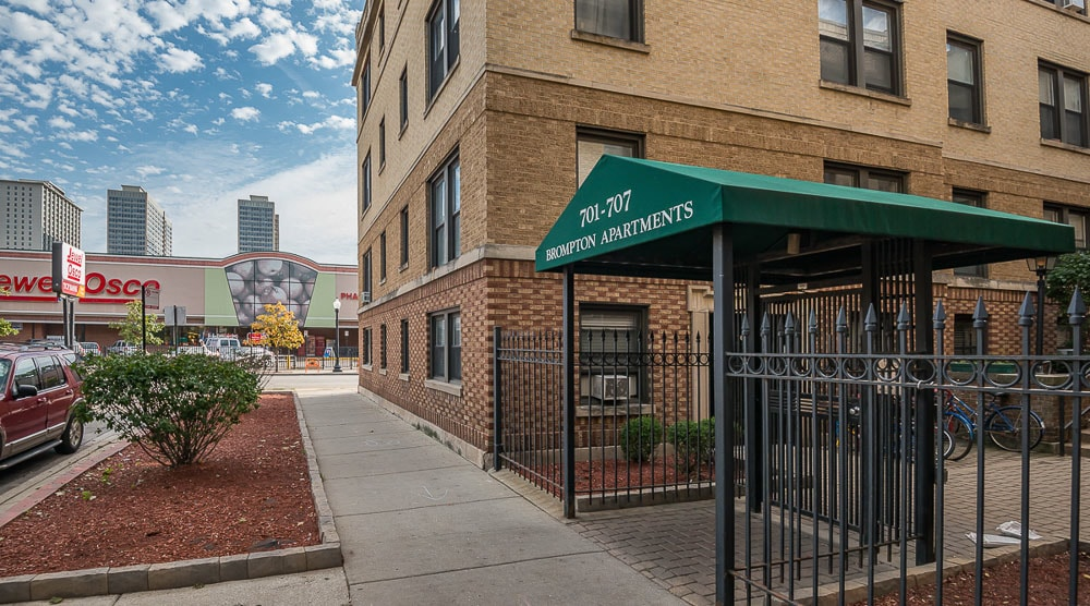 701-15 W. Brompton, Chicago