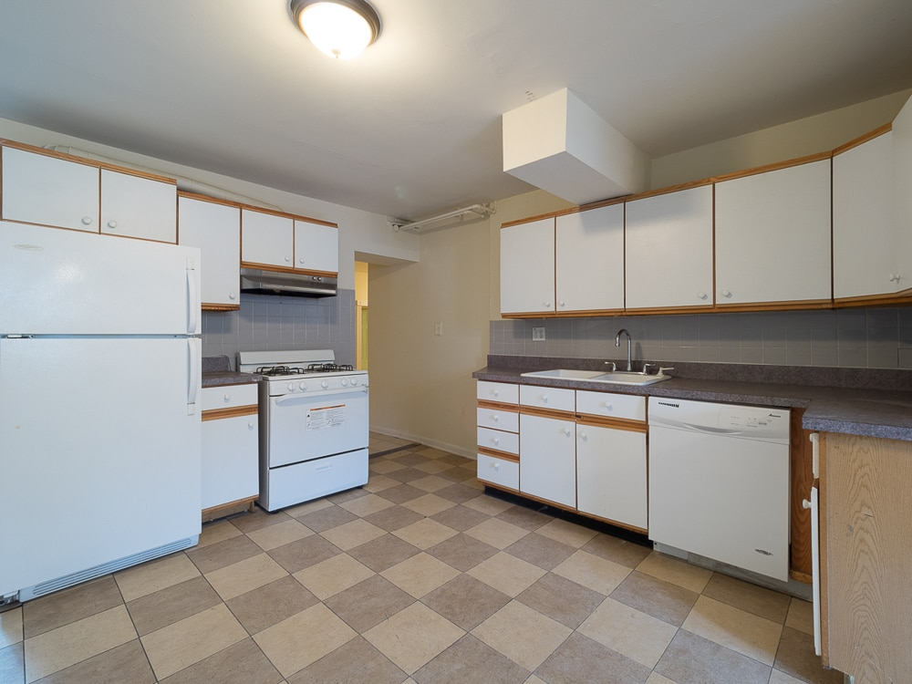 Three Bedroom - Kitchen