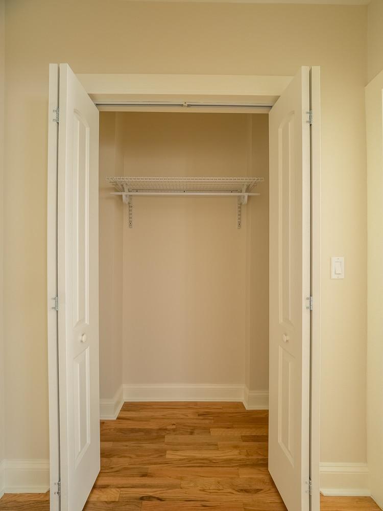 Renovated Studio - Walk-in Closet