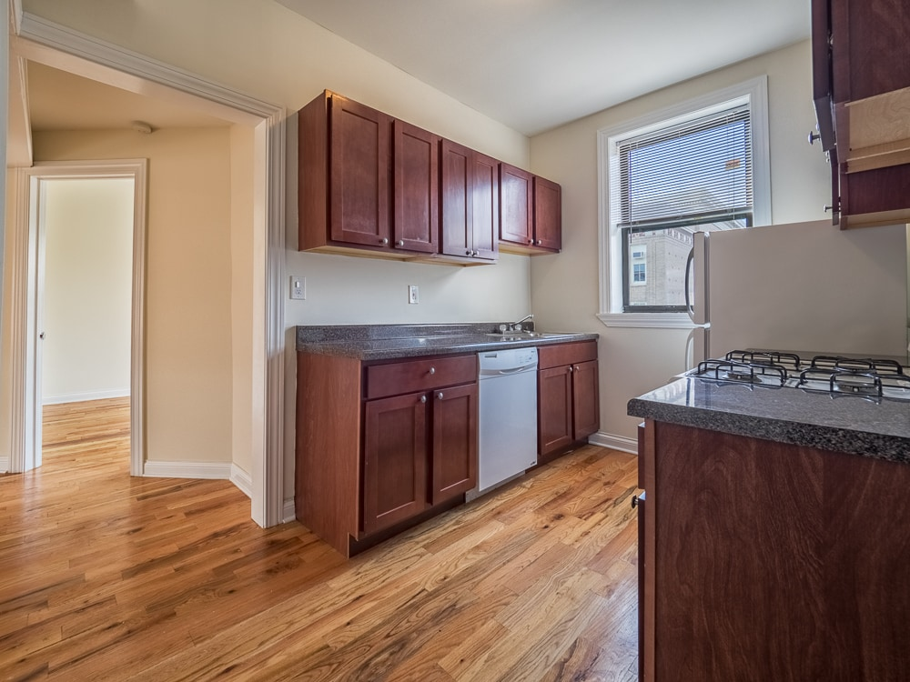 Renovated Three Bedroom - Kitchen