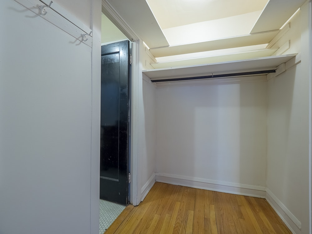 Renovated Studio - Walk-in Closet