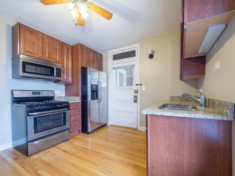Renovated Studio - Kitchen