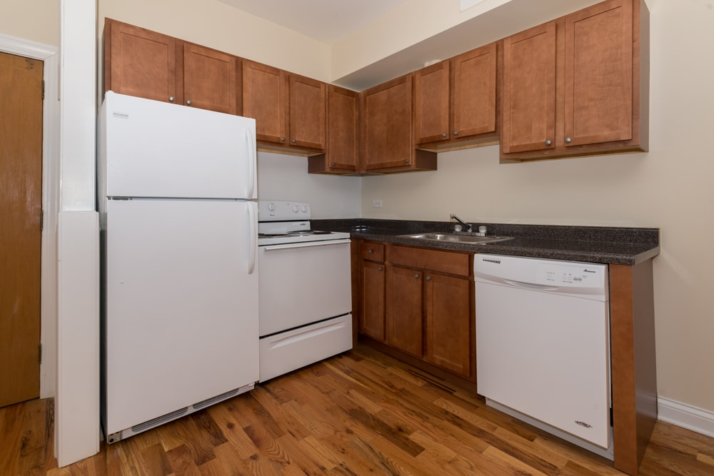Renovated One Bedroom Duplex - Kitchen