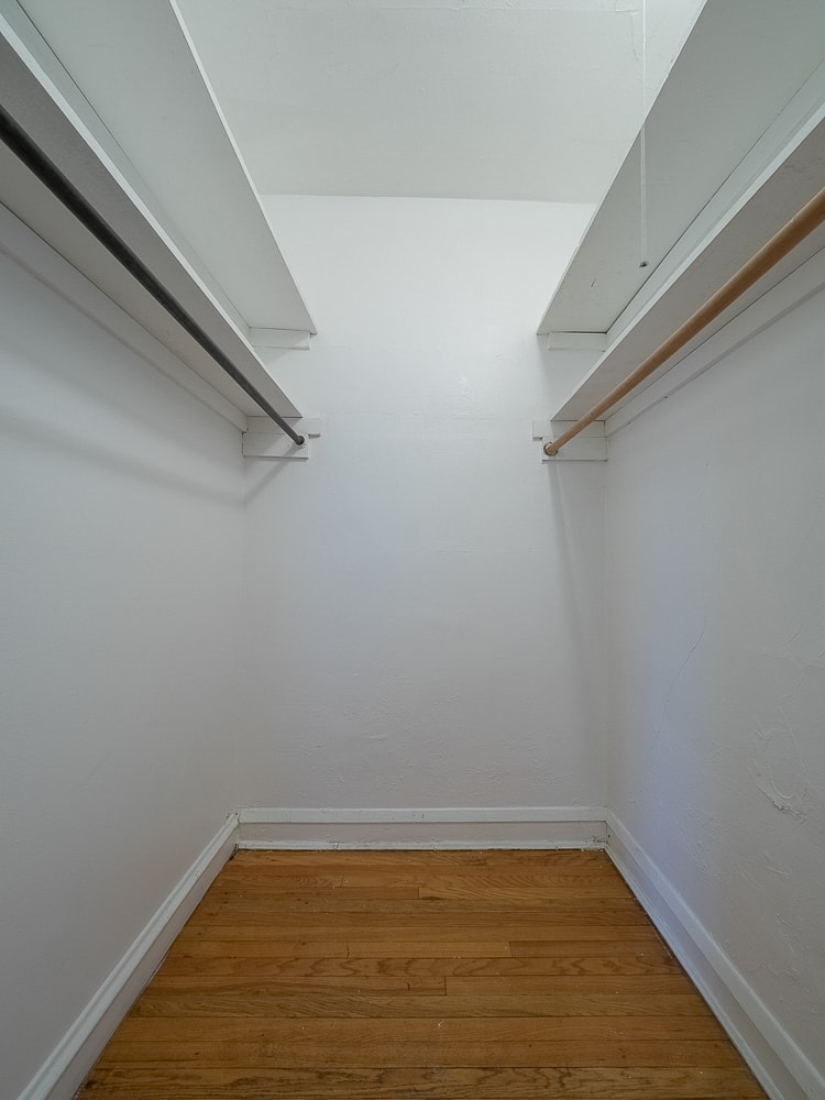 Studio  -Walk-in Closet