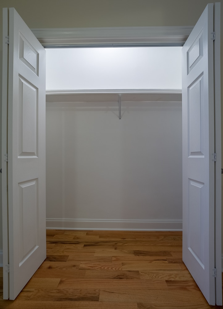 Renovated Studio - Closet