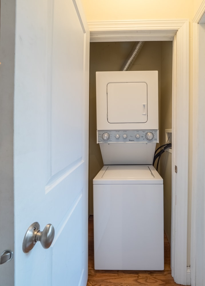 Renovated One Bedroom - Washer & Dryer