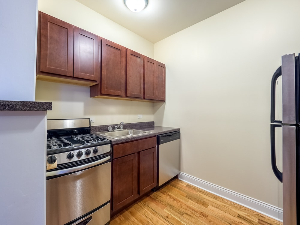 Renovated Studio - Kitchen